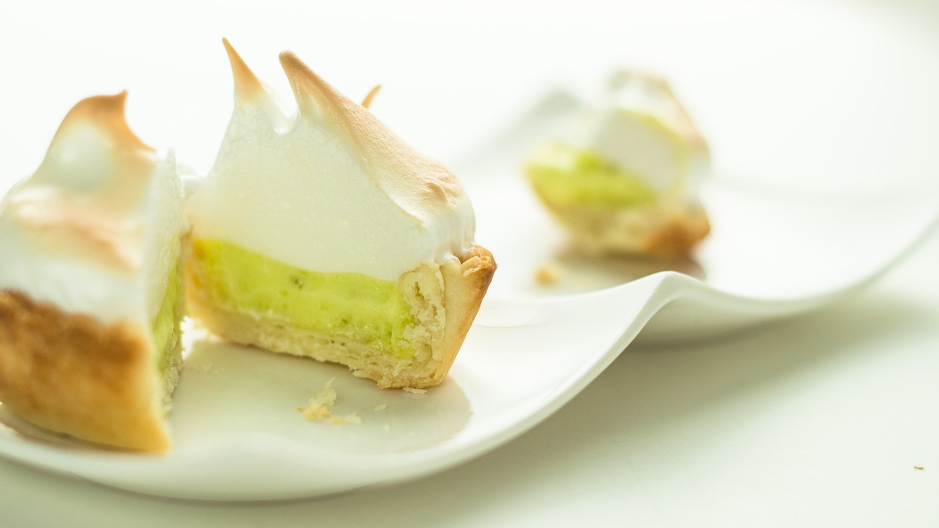 key lime pie a key lime meringue tart lemon lime meringue pie recipe ...