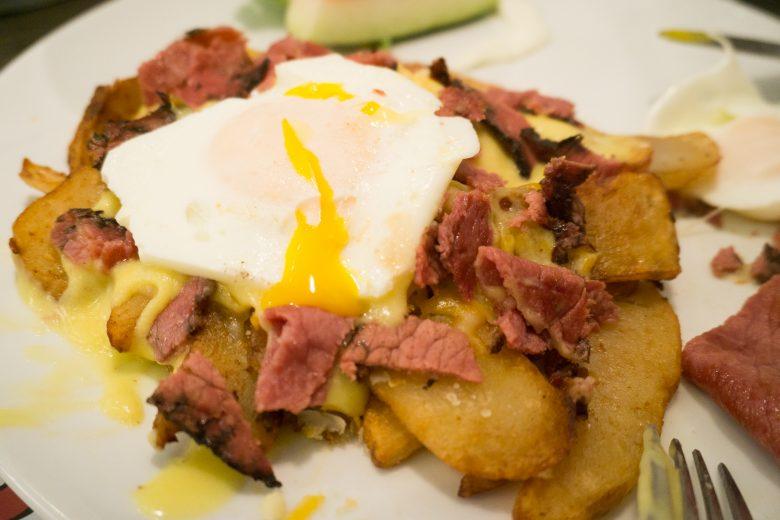 petinos-breakfast-poutine-2-of-3